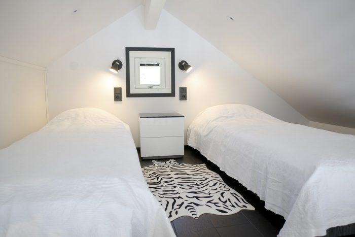 Sovloft svart/vit stugsvit