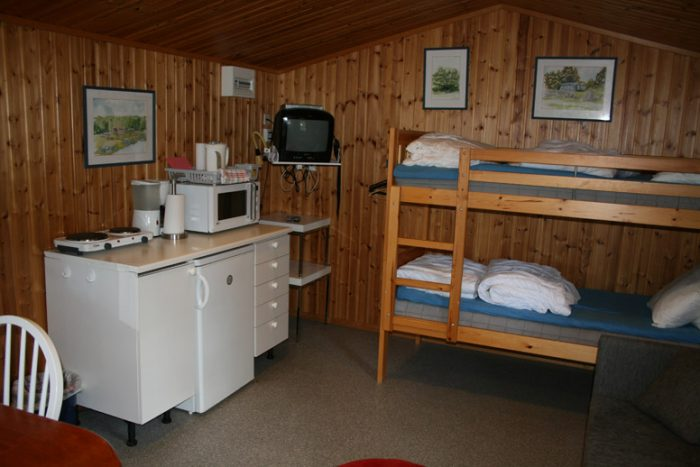Köksdel och våningssäng Dragsöstugan